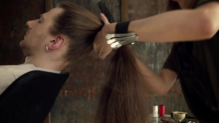 "#FRIDAYFUNNY: THE ""HAIR"" VIOLIN…no…really. London based artist Tadas Maksimovas looked at a man's long…"